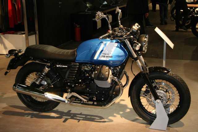 2014 Salon Moto Milan V7 II Special bleu