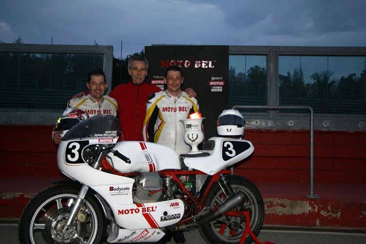 Imola 2013, team manager et pilotes Moto Bel' après la victoire